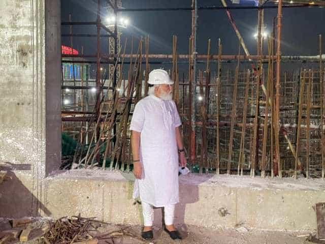 নতুন সংসদ ভৱন নিৰ্মাণস্থলীত উপস্থিত হ'ল প্ৰধানমন্ত্ৰী নৰেন্দ্ৰ মোদী।